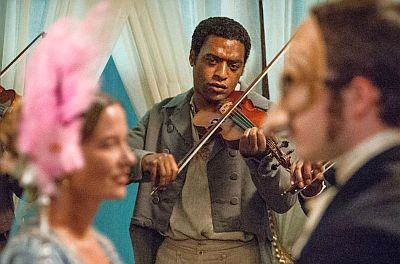 Chiwetel Ejiofor plays the fiddle in 12 Years a Slave