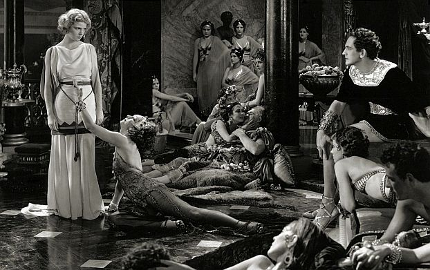 As Marcus Superbus (Fredric March) watches, the wicked Ancaria (Joyzelle Joyner) performs the Dance of the Naked Moon to entice Mercia (Elissa Landi).