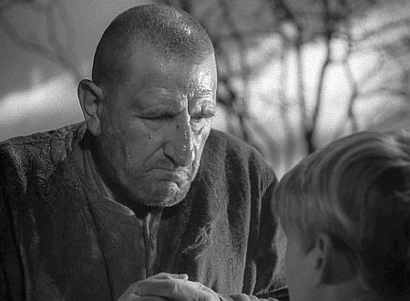 Finlay Currie as Magwitch, with Anthony Wager as Young Pip in David Lean's Great Expectations (1946)