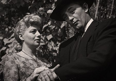Shelley Winters and Robert Mitchum