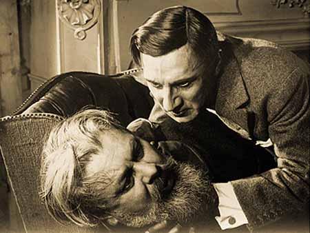 Julien Villandrit (Ivan Mosjoukine) and Henri Corradin (Charles Vanel)