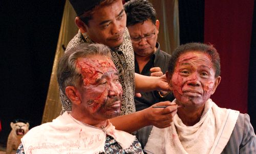Anwar (right) and the killers prepare for the re-enactments