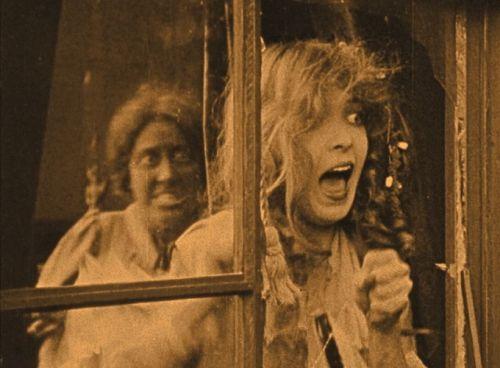 Elsie (Lillian Gish)