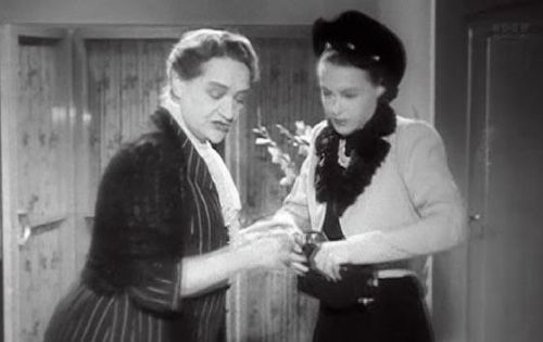 Hedwig Bleibtreu and Ilse Werner in Wunschkonzert (1940)