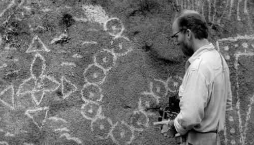 "Evans' attempt to ""document"" Amazonian diegesis by photographing rock murals explains the superficiality of Western forms of narratization.Evans' attempt to ""document"" Amazonian diegesis by photographing rock murals explains the superficiality of Western forms of narratization."