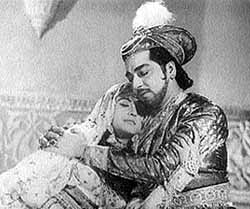 Bina Rai and Pradeep Kumar in Taj Mahal, 1963